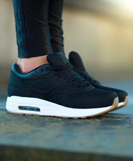 azqow0-l-610x610-shoes-sneakers-air+max-air+max+1-women-black+white-nike+air-white+sole-nike+sneakers-nike+air+max-nike+air+max+1-retro-83-pegasus