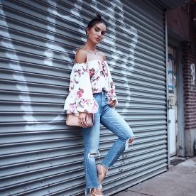Look-top-floral-boca-de-sino-e-jeans-camila-coelho2